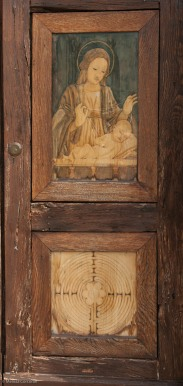 Detail from right side of door.